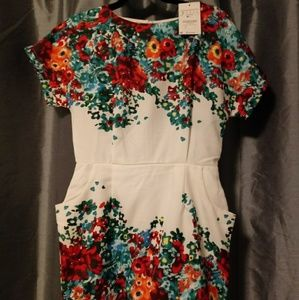 Dresses - Floral dress with pockets - NWT